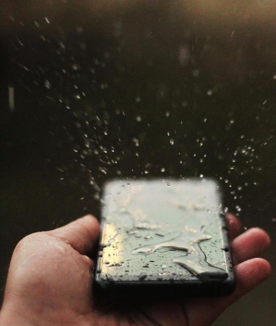 que hacer si el móvil se moja