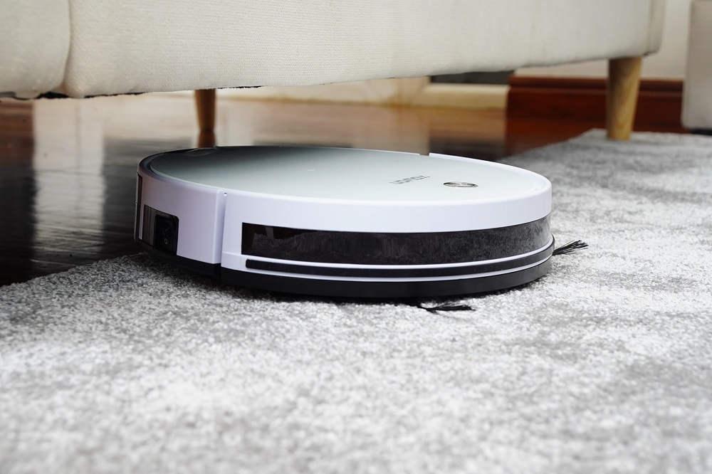 robot limpiando alfombra